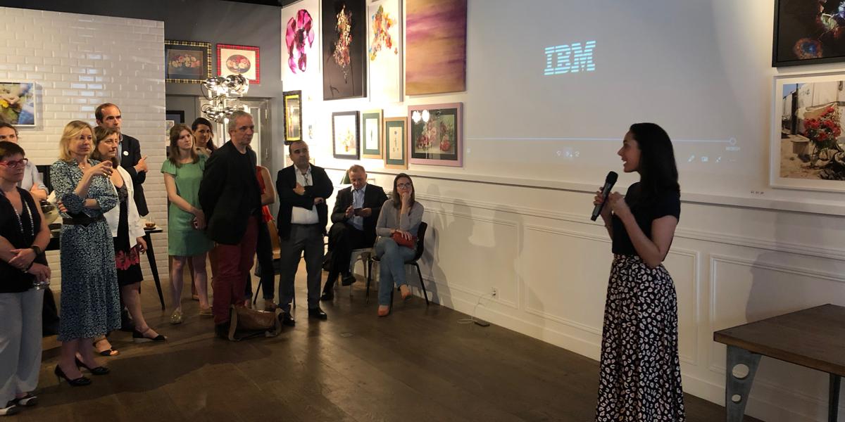 Armelle Lavergne présentant le projet SkillsBuild lors de la soirée de lancement du 17 juin